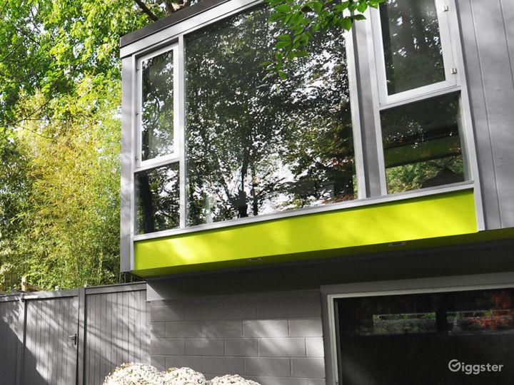 Modern Home with Yoga Studio and Wine Cellar Photo 4