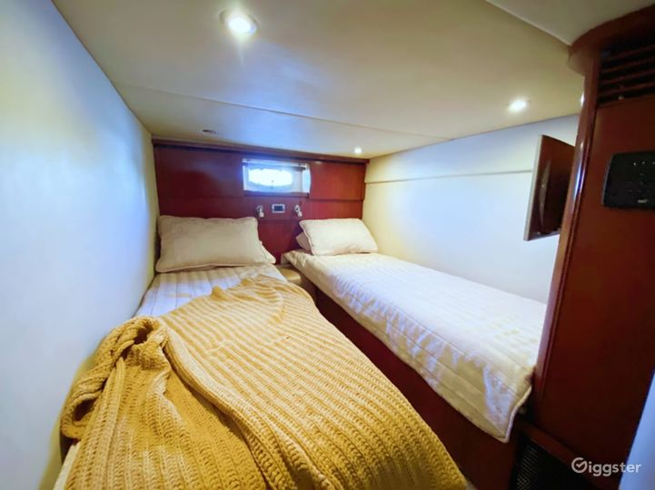 Superb 51FT SEA RAY Party Yacht Space Events Photo 4