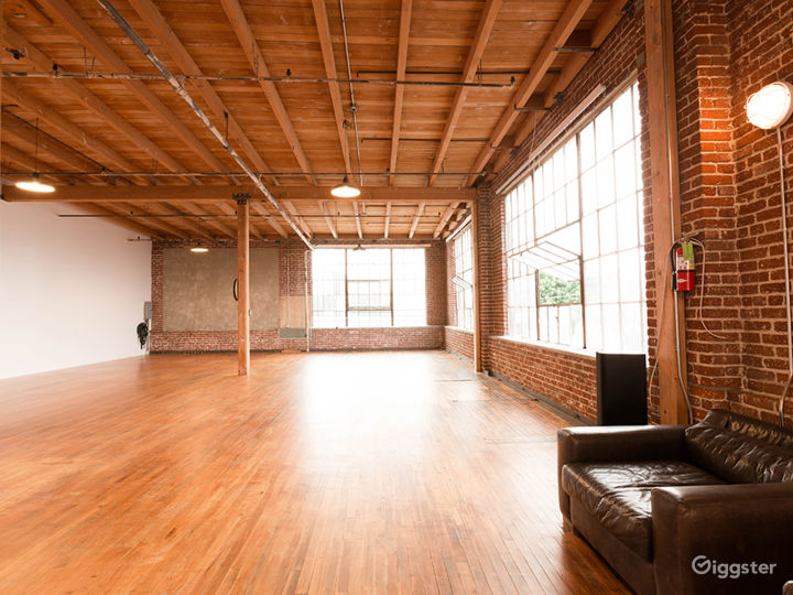 NYC-Looking Loft in South Los Angeles with A/C and power