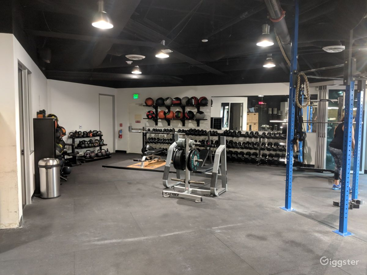 Rent beautiful gym crossfit yoga and cycling studios dance