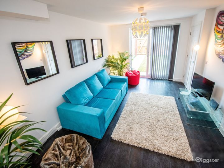 Clean Open Modern Living Space in Liverpool Photo 3