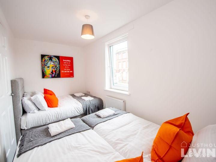 Clean Open Modern Living Space in Liverpool Photo 4