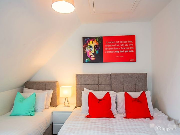 Clean Open Modern Living Space in Liverpool Photo 5