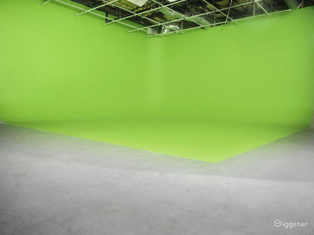 Green Screen - Front Look