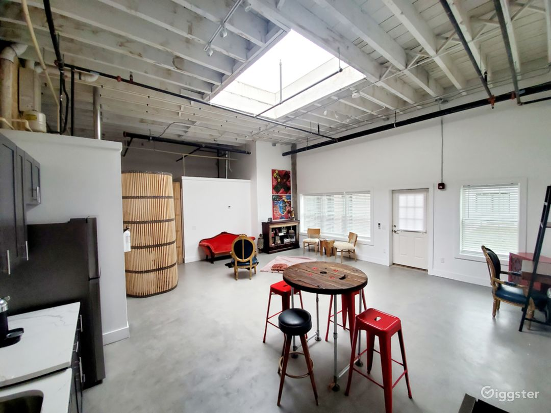 Loft-Style Industrial Studio Residence w Courtyard Photo 3