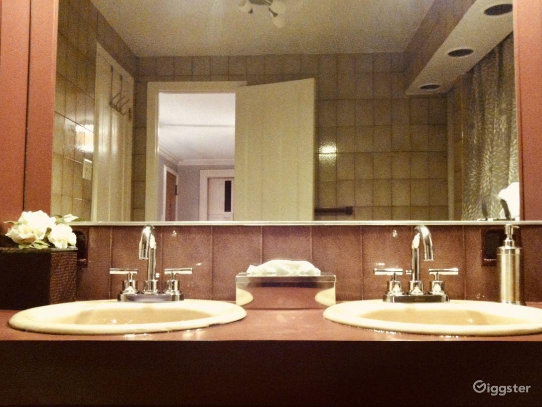Charming Brownstone Apartment  Photo 4