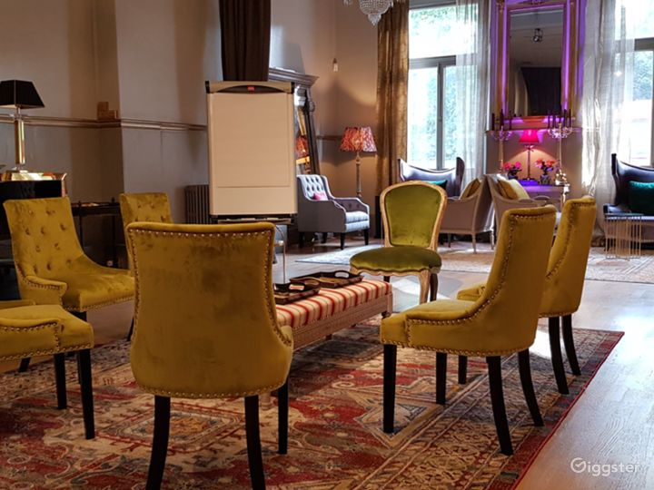 Chic Space for Meetings in London Photo 4