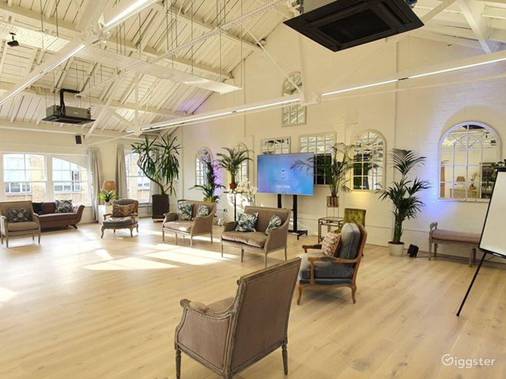 Spacious New White Loft Studio in London Photo 5