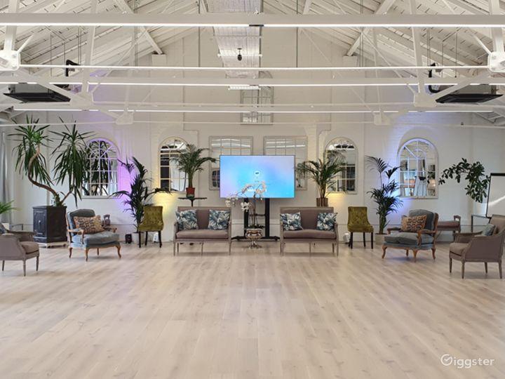 Spacious New White Loft Studio in London Photo 3