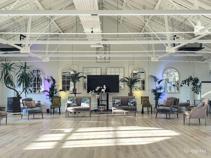 Spacious New White Loft Studio in London Photo 4