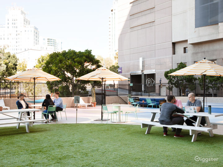 Outdoor Lounge Terrace in San Diego Photo 3