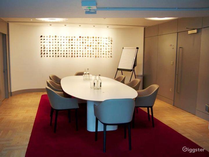 Lovely Terrace Boardroom inside the Museum in London Photo 5