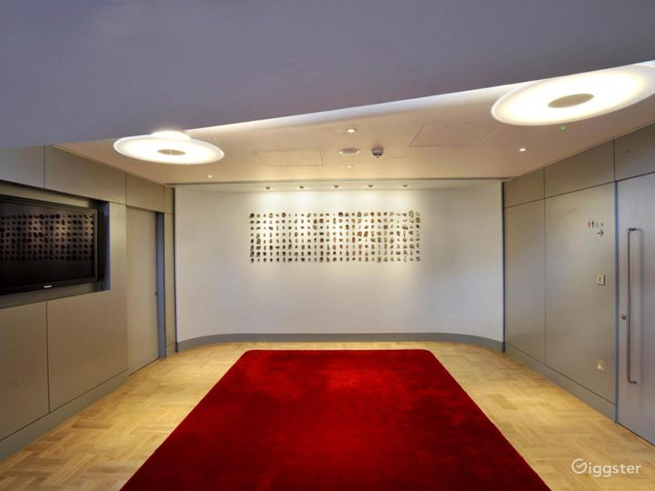 Lovely Terrace Boardroom inside the Museum in London Photo 4