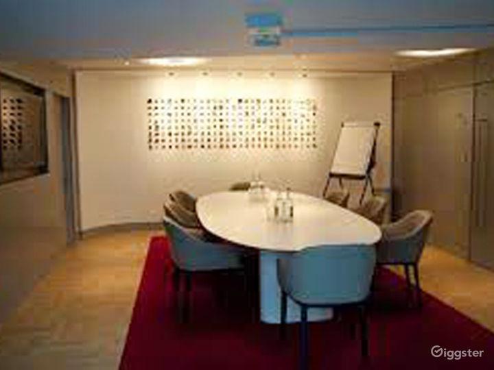 Lovely Terrace Boardroom inside the Museum in London Photo 2