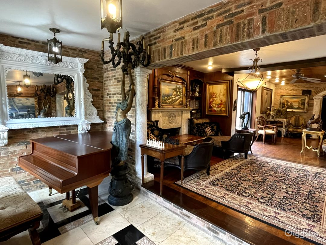 Miami Coconut Grove Mansion Decorate with Antiques Photo 1