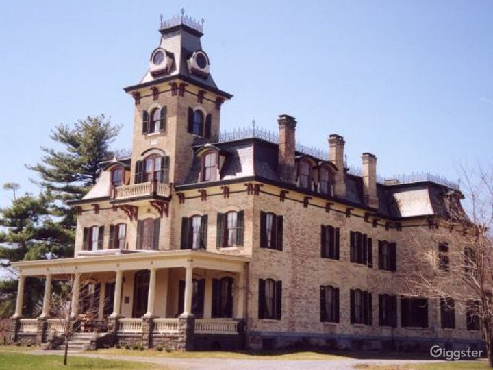 Historic mansion with carriage house: Location 3329