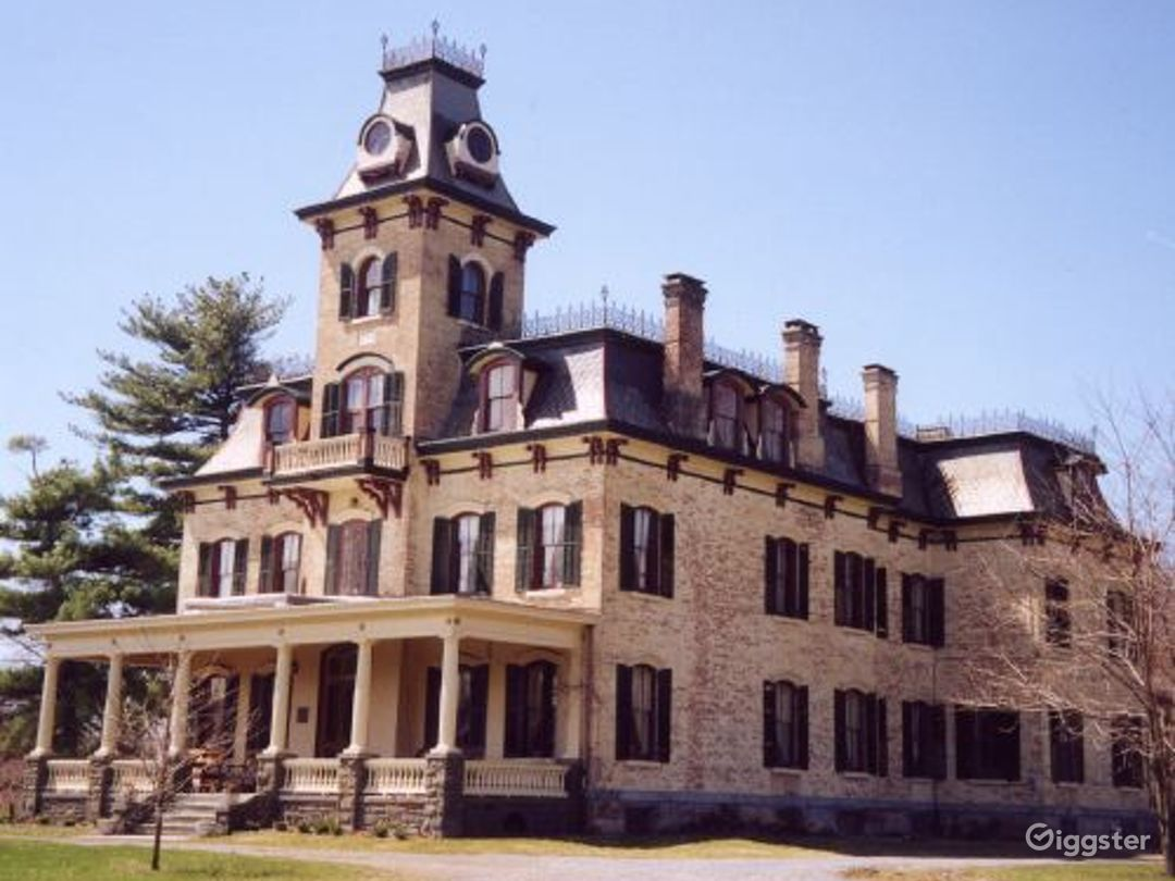Historic mansion with carriage house: Location 3329 Photo 1