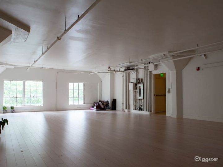 Beautiful Light-Filled Studio in the heart of Downtown Seattle Photo 2
