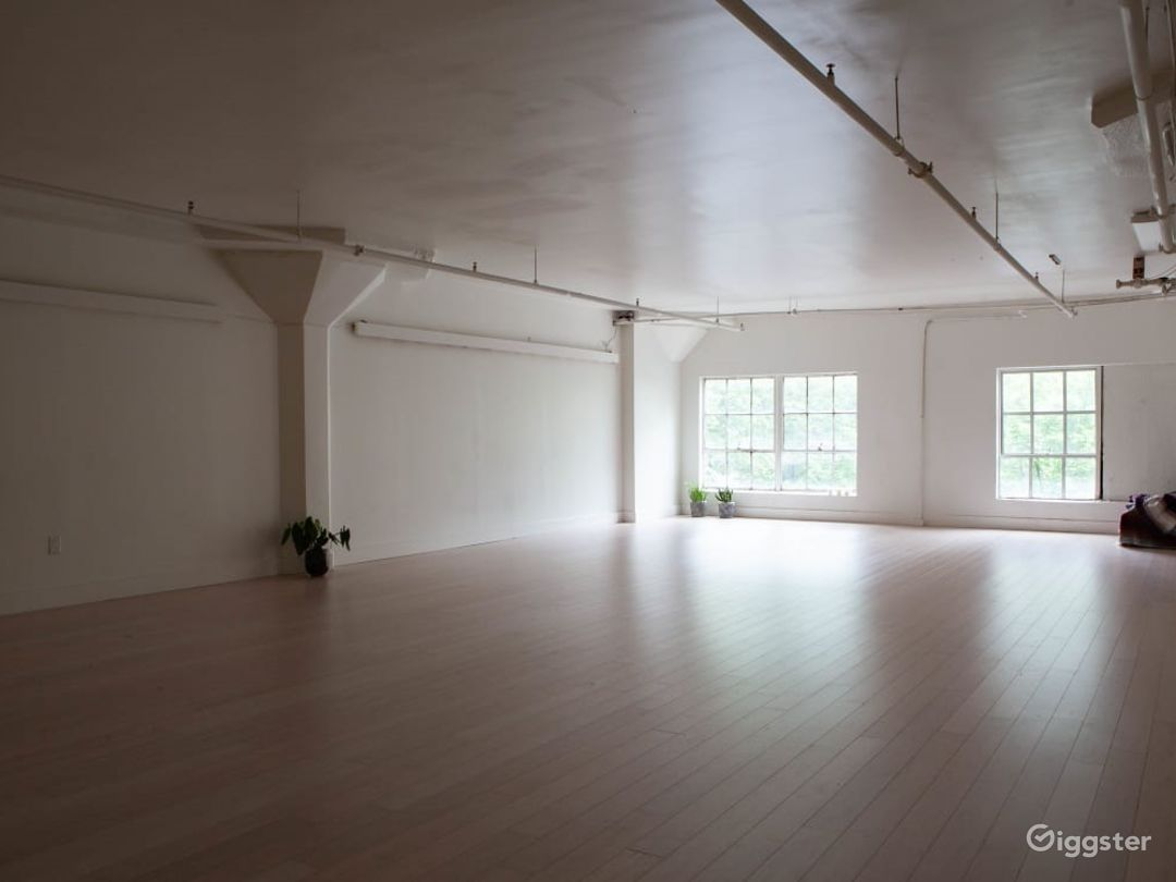 Beautiful Light-Filled Studio in the heart of Downtown Seattle Photo 1