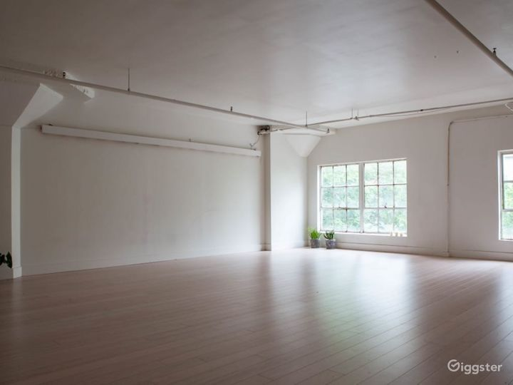 Beautiful Light-Filled Studio in the heart of Downtown Seattle Photo 3