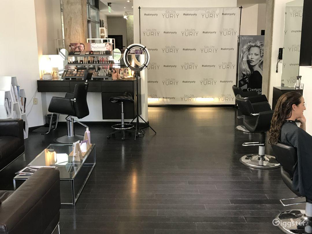 Beautiful Hair Salon with a Modern Twist Photo 2