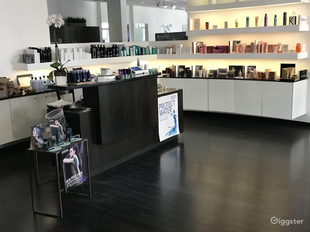 Beautiful Hair Salon with a Modern Twist Photo 1
