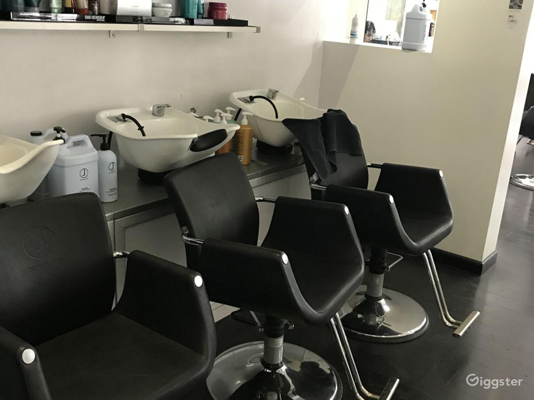 Beautiful Hair Salon with a Modern Twist Photo 3