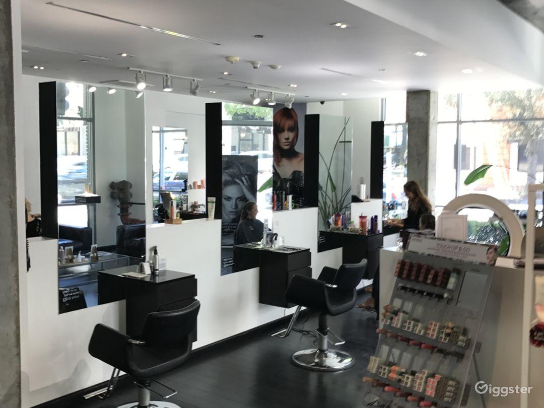 Beautiful Hair Salon with a Modern Twist Photo 4