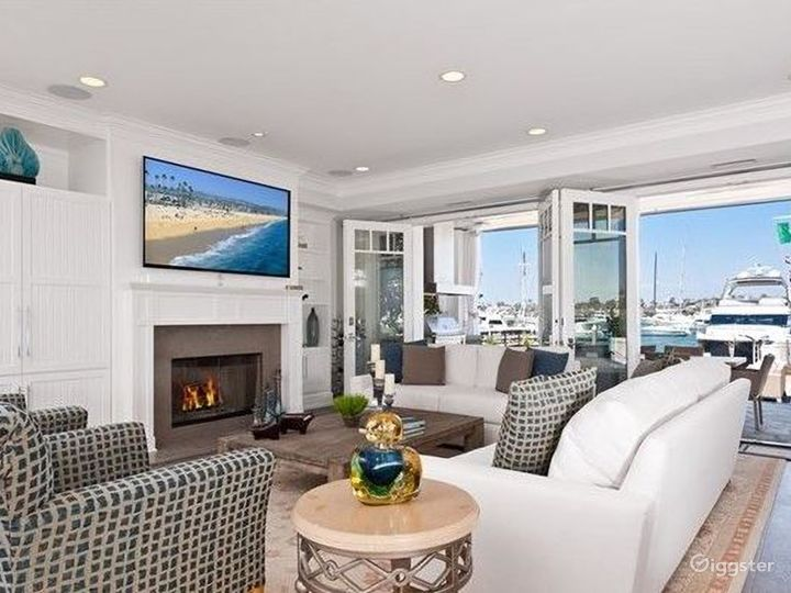 Beautiful Newport Home Directly on the Waterfront Photo 5