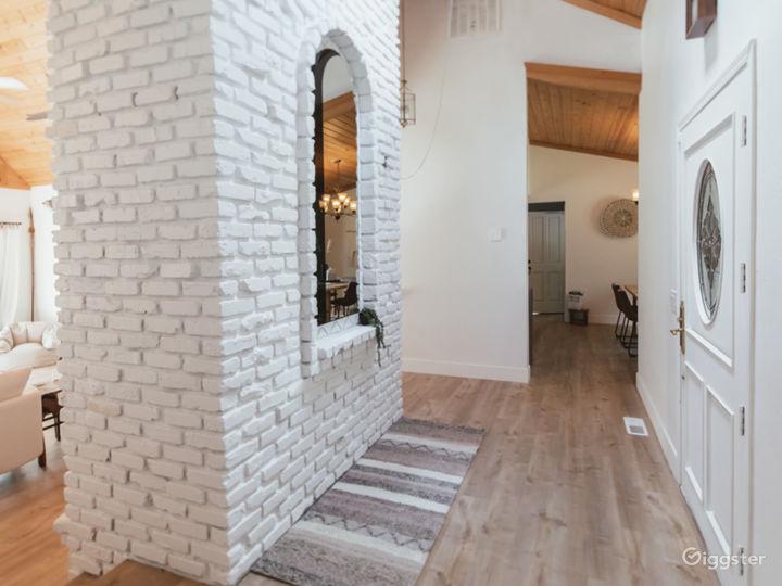 Beautifully refurbished modern mountain home Photo 4