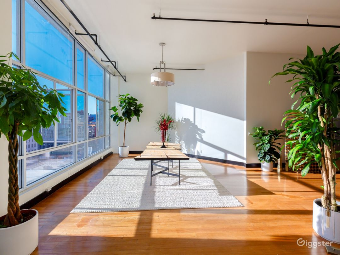 Enormous DTLA penthouse with tons of natural light Photo 2
