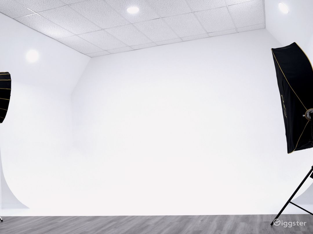 Photo & Video Production Studio With Infinity Wall Photo 1