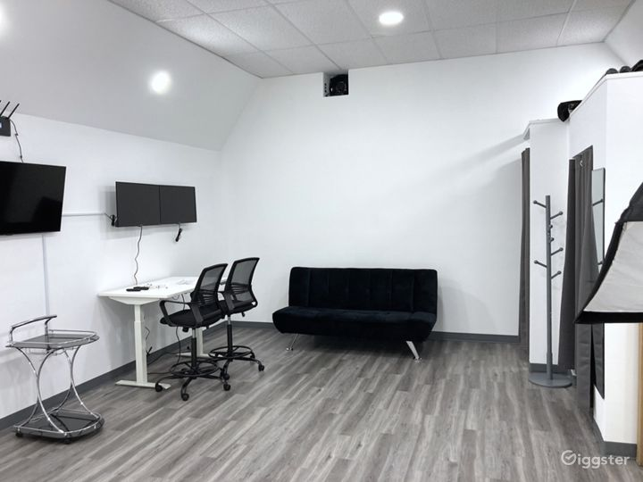 Photo & Video Production Studio With Infinity Wall Photo 3