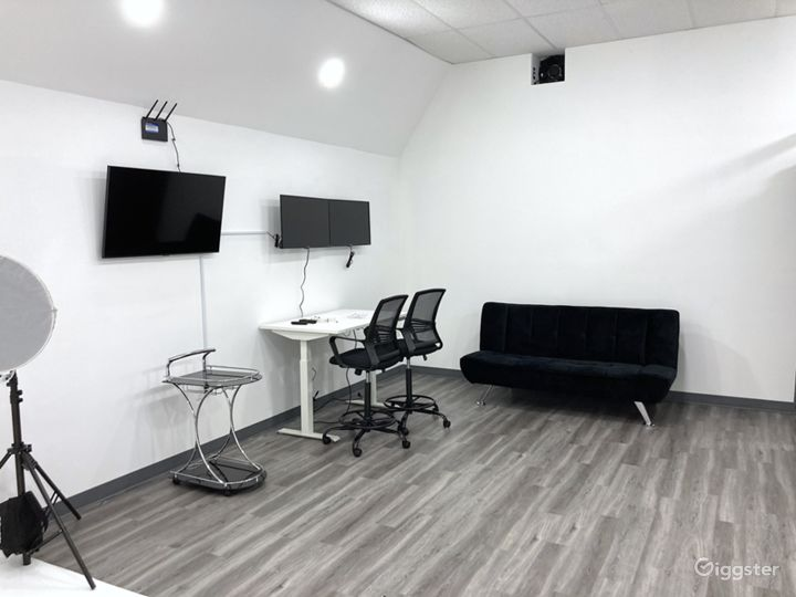 Photo & Video Production Studio With Infinity Wall Photo 2