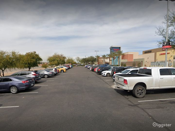 A large and spacious parking lot in Glendale Photo 2