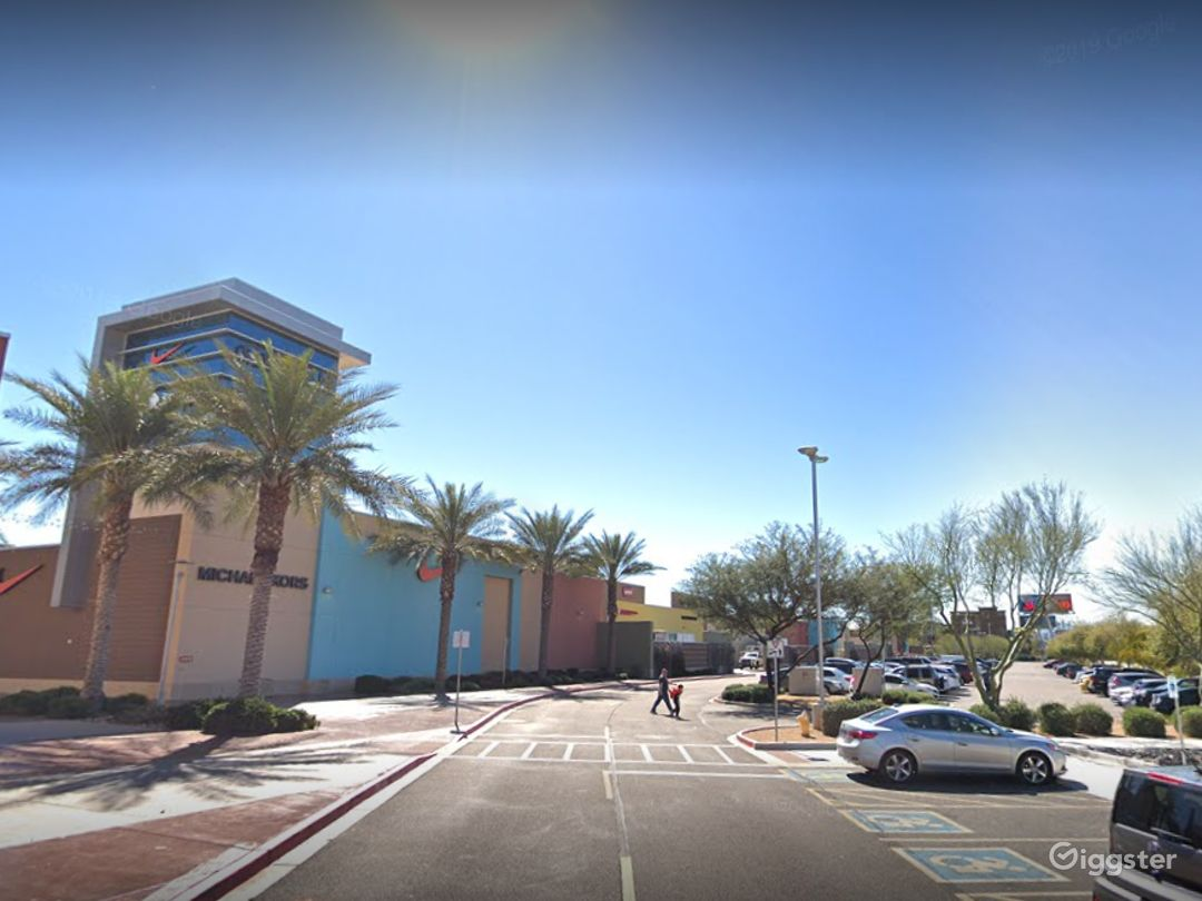 A large and spacious parking lot in Glendale Photo 1
