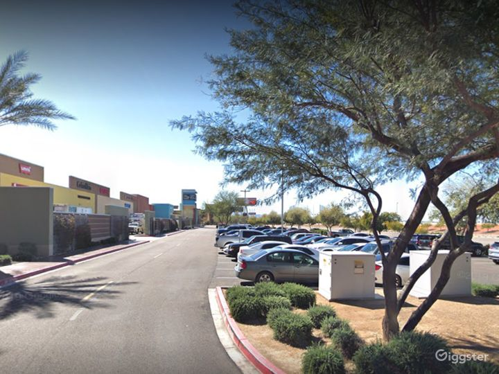 A large and spacious parking lot in Glendale Photo 5