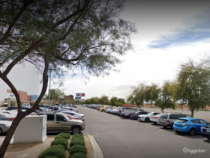 A large and spacious parking lot in Glendale Photo 4