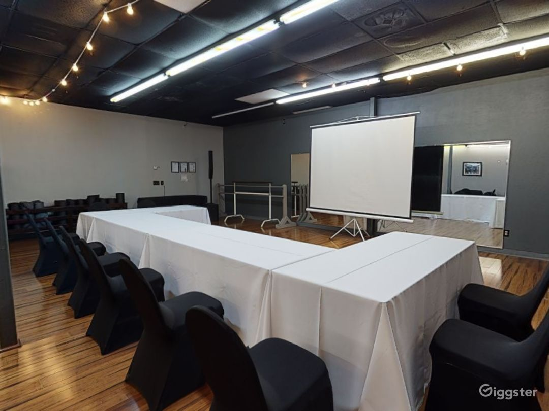 Modern and Stylish Meeting Room in Clearwater Photo 1