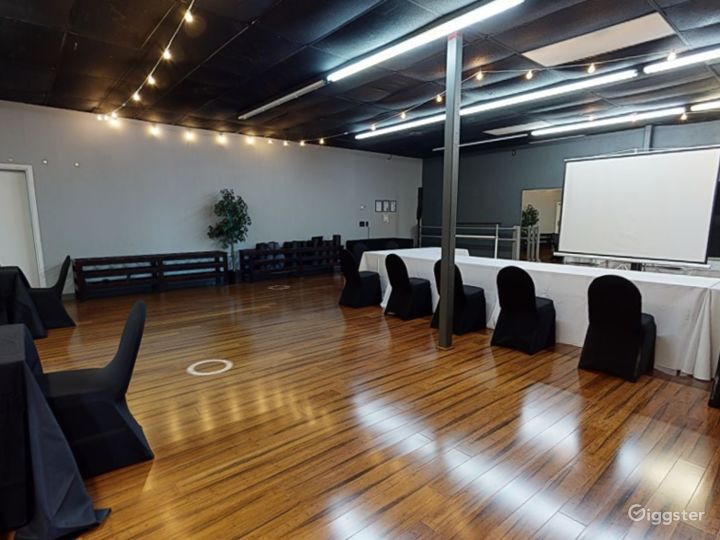 Modern and Stylish Meeting Room in Clearwater Photo 3
