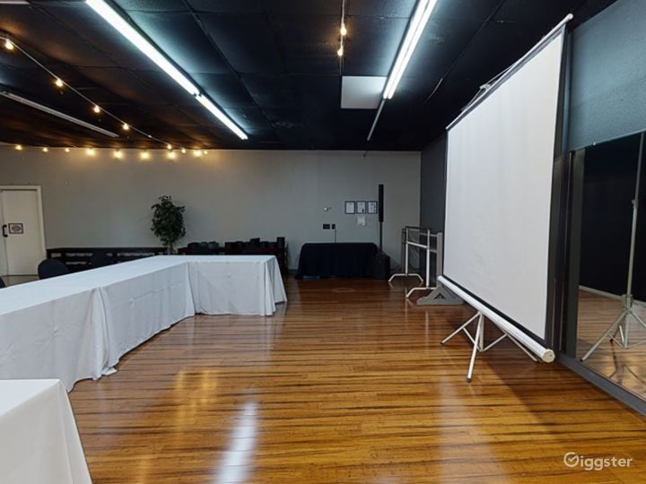 Modern and Stylish Meeting Room in Clearwater Photo 5