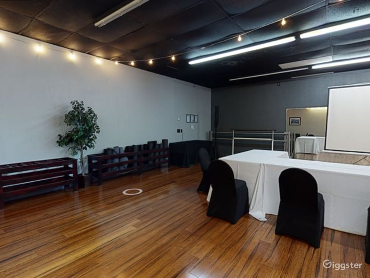 Modern and Stylish Meeting Room in Clearwater Photo 4