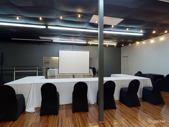 Modern and Stylish Meeting Room in Clearwater Photo 2