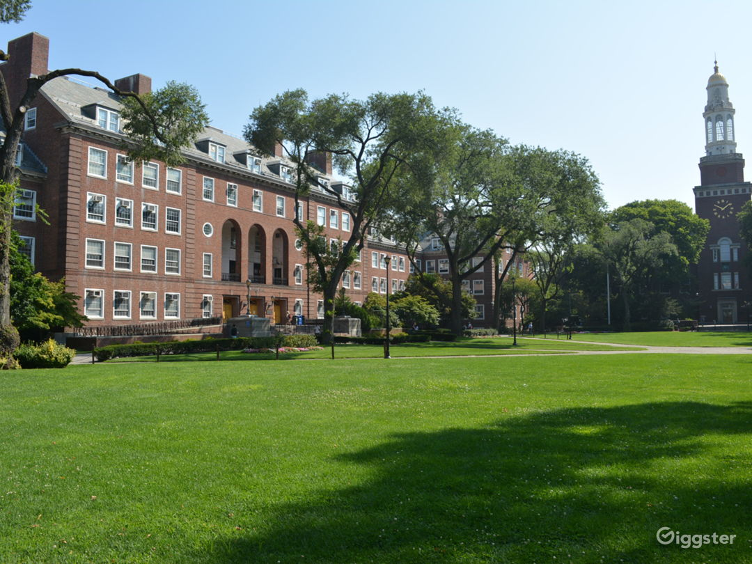 COLLEGE 16 - College with Spacious Halls and Fountain Photo 3