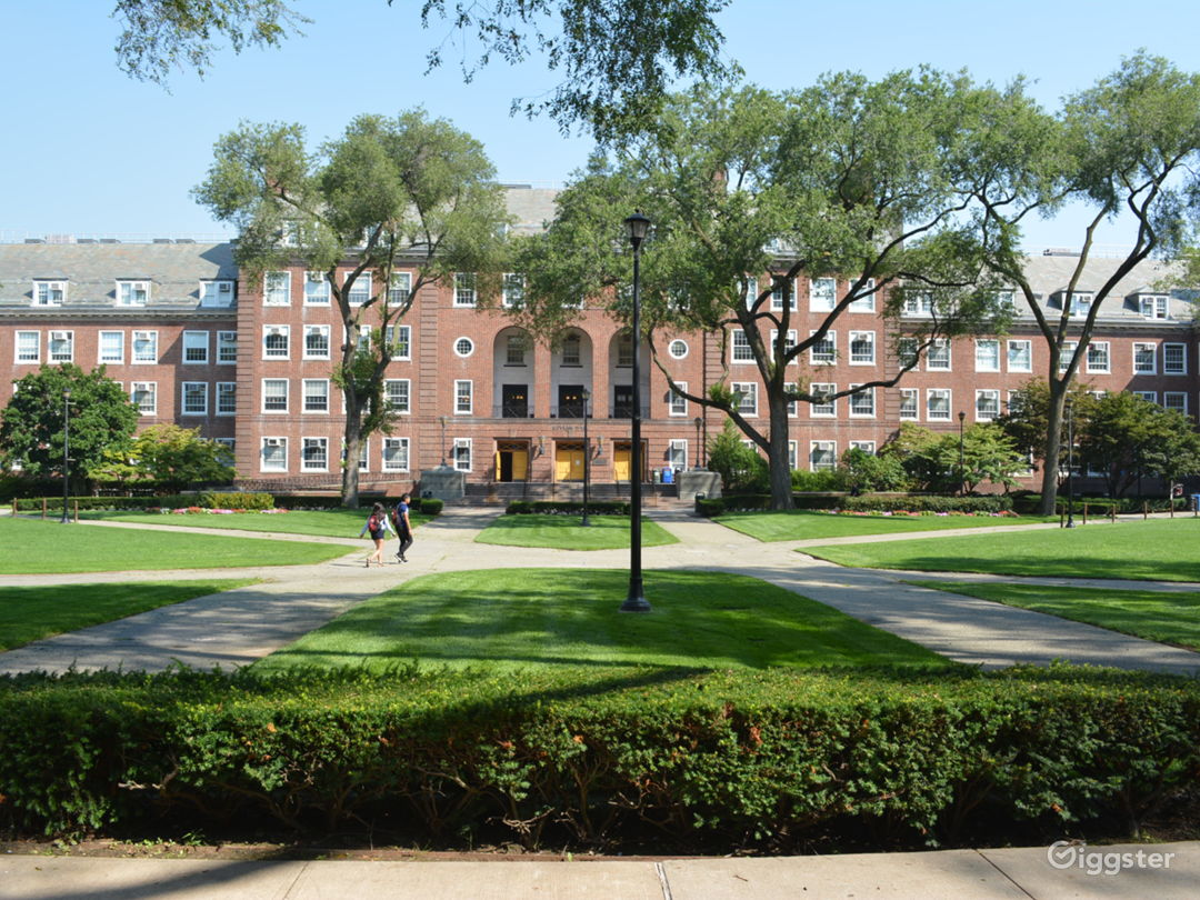 COLLEGE 16 - College with Spacious Halls and Fountain Photo 5