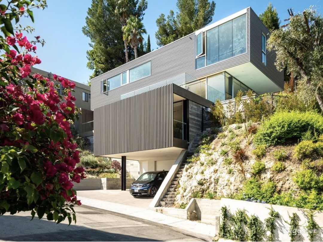 Striking Architectural View Home Photo 2