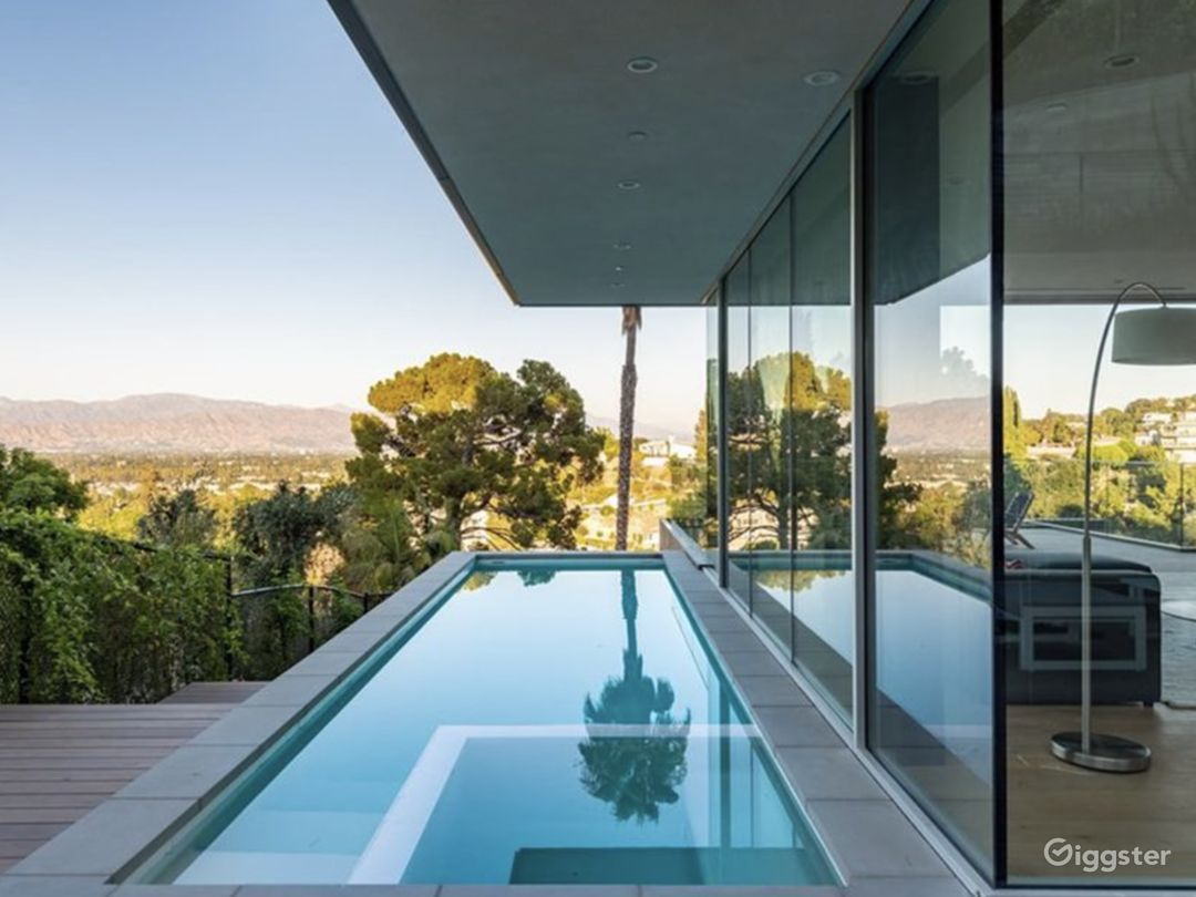 Striking Architectural View Home Photo 3