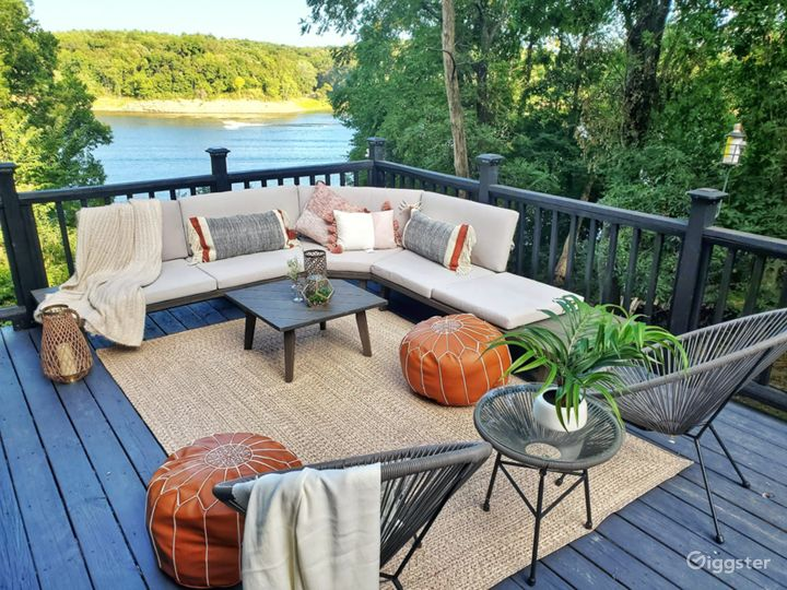 Luxury WATERFRONT CABIN with large yard Photo 4