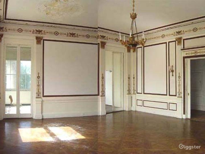 Huge historic Gilded era mansion: Location 4030 Photo 3