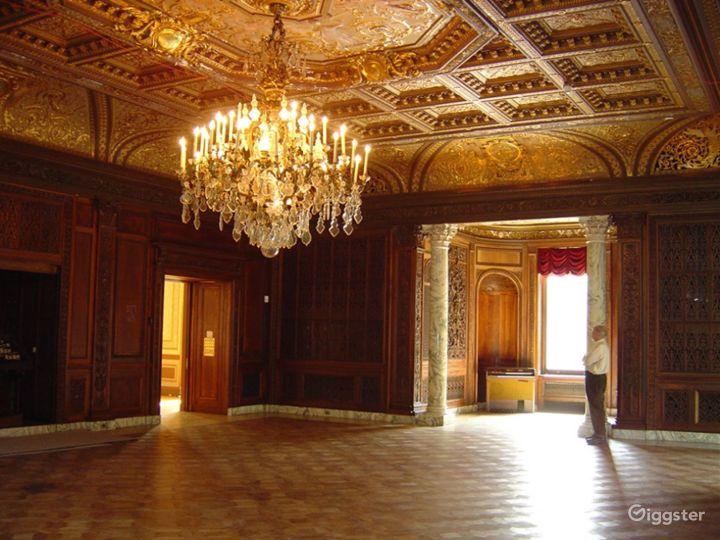 Huge historic Gilded era mansion: Location 4030 Photo 2